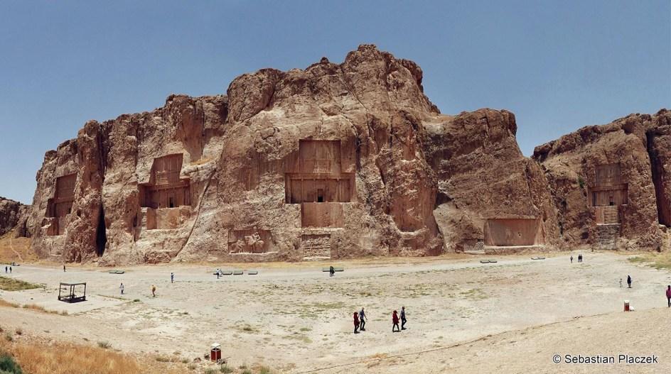 Iran, zabytkowe miasto Naqsh-e Rustam, skalne grobowce, zdjęcia z podróży