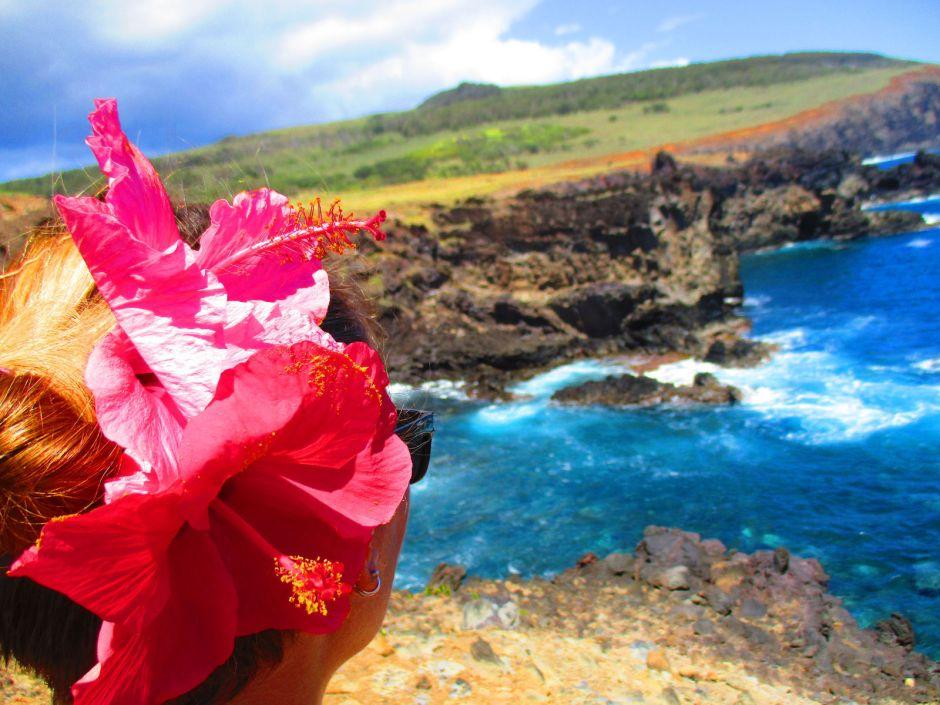 Pozdrowienia z Wyspy Wielkanocnej, Rapa Nui - kwiaty we włosach