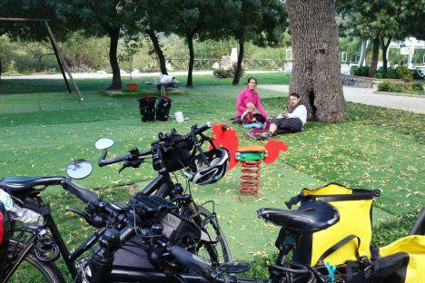 Sycylia, jedzenie w podróży, śniadanie w parku