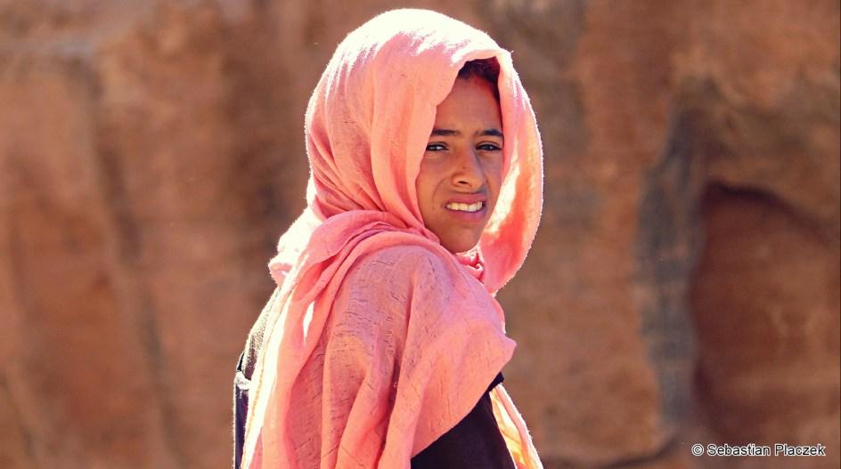 Jordania, zdjęcia z podróży, piekna dziewczyna w Petrze