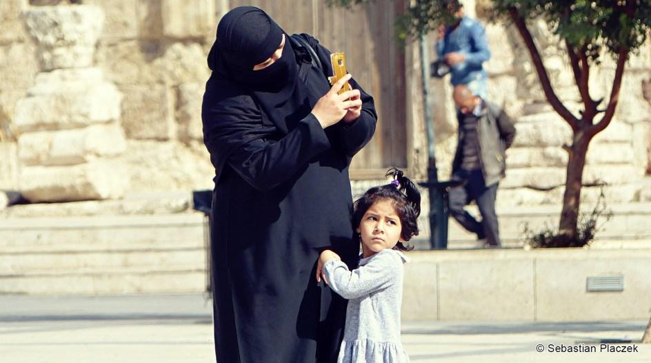 Jordania, street photo, muzułmańska rodzina z Ammanu