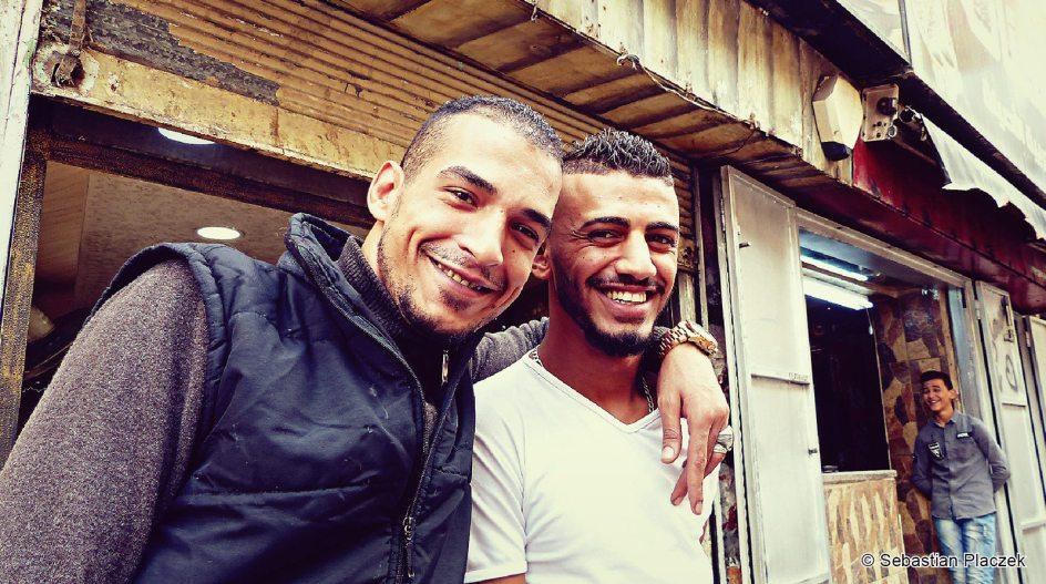 Jordania, młodzież z Ammanu pozująca do zdjęć, street photo