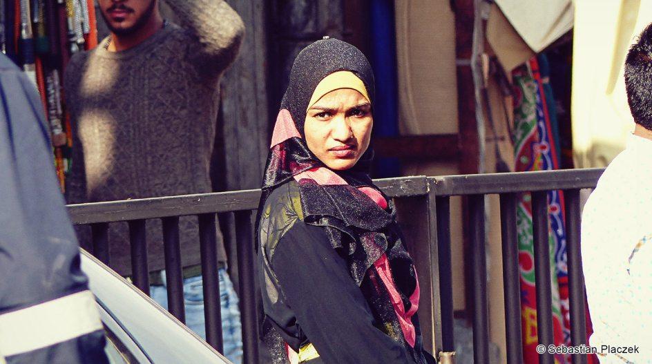 Jordania, młoda kobieta z Ammanu w hidżabie, zdjęcia z podróży