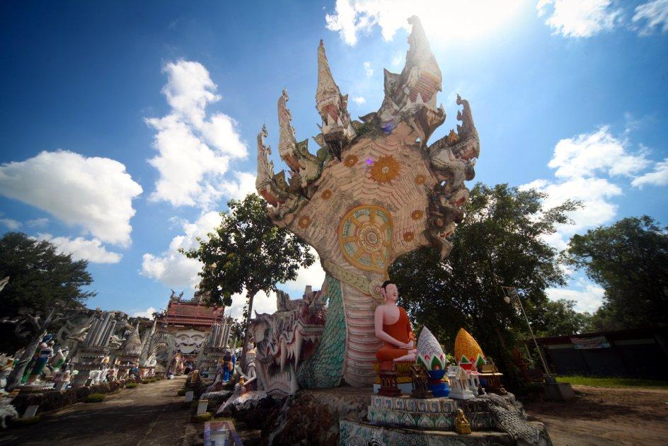 Świątynia Wat Pa Non Sawan w Tajlandii. Kiczowate bóstwa - galeria zdjęć