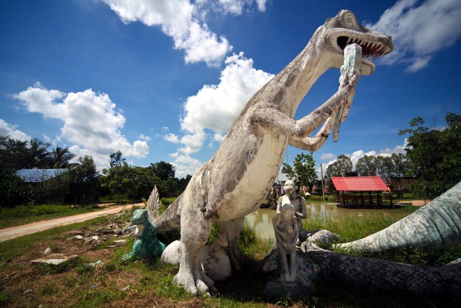 Park Wat Pa Non Sawan, posągi dinozaurów, Tajlandia
