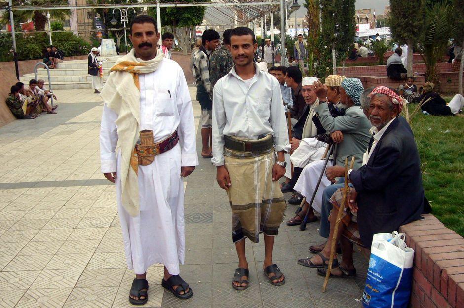 Jemen, Sana, mężczyźni w dżalabijach