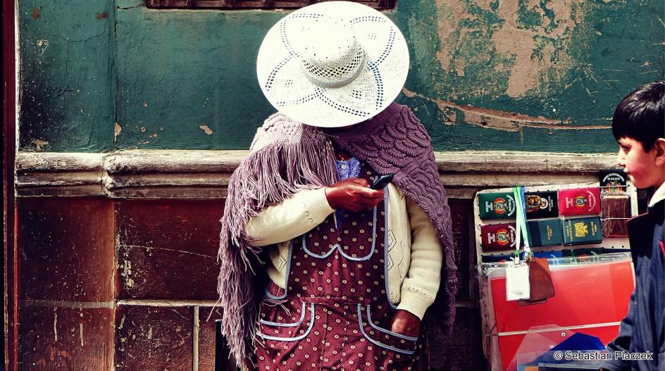 BOLIWIA, Sucre. Handlarka w centrum miasta. (Fot. Sebastian Placzek)
