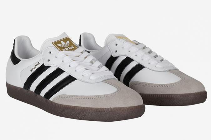 11a8e236825 Δεν είναι κρυφό άλλωστε ότι από άποψη σχεδιασμού θυμίζει όντων ποδοσφαιρικά  παπούτσια. Όπως και να έχει, το μαύρο φόντο με τις 3 λευκές ρίγες διαγώνια  ...