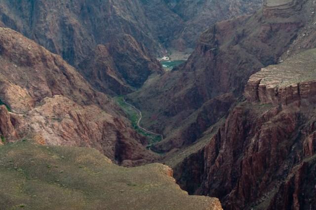 Un atisbo del Río Colorado a su paso por el Gran Cañón