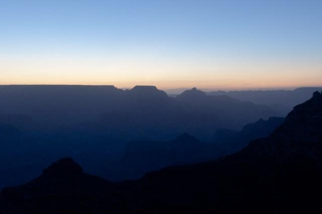El Gran Cañón del Colorado durante la prenumbra previa a la salida del sol