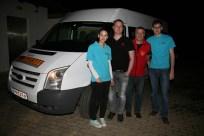 Sophie Dürauer, GR Christoph Pokorny, GR Franz Peter Nussbaumer und Andreas Eder vor dem Taxibus der Firma Rittner, mit dem Franz Peter Nussbaumer nach Mitternacht Heimfahrten durchführte.