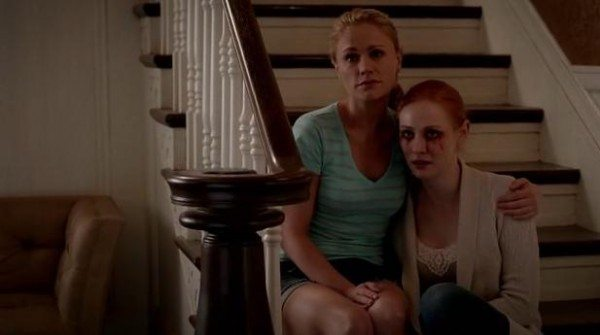 Sookie and Jessica wait for Bill to come home.