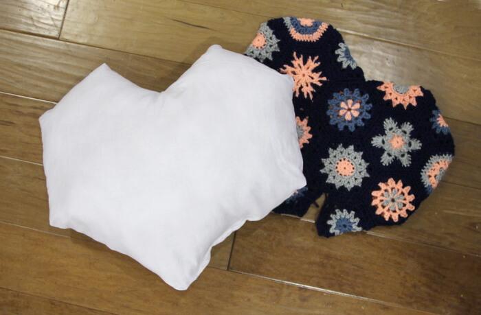 heart shaped hexagon crochet pillow pattern