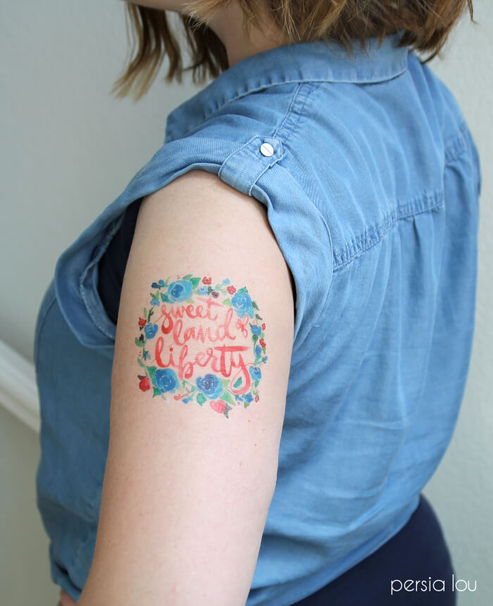 DIY Watercolor Fourth of July temporary tattoos. These are so cute! Click through to download the printable to make your own.