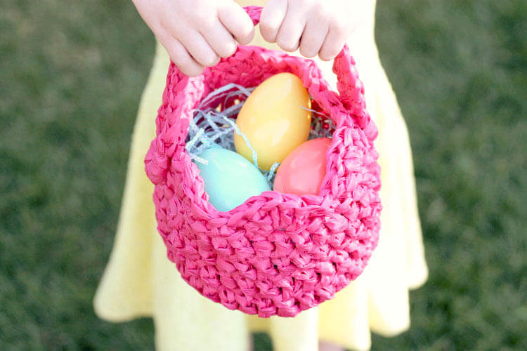 crochet an easter basket out of plastic yarn! Make your own colorful plastic yarn from old party tablecloths