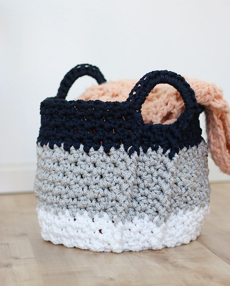 large crochet baskets with handles - free crochet pattern