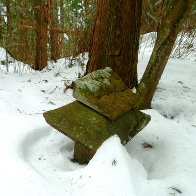 140222_stone_shrine2_400