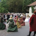 виїзна церемонія в середньовічному стилі