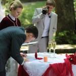 весільна церемонія в парку