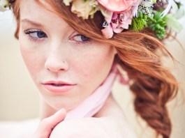 живі квіти для нареченої в зачіску