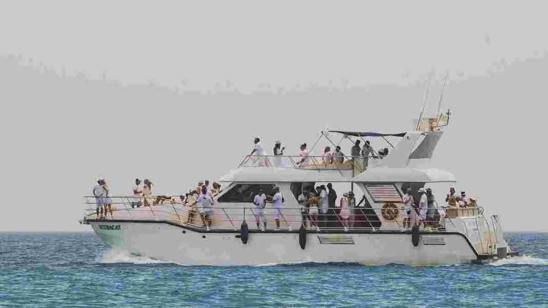 yacht sea boat - rich people getting richer