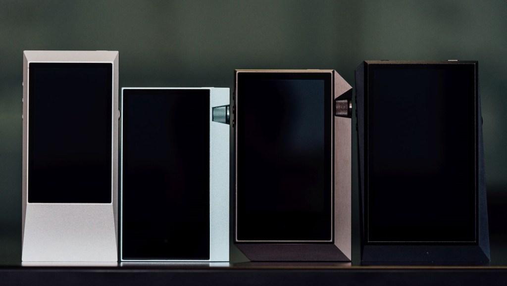 左起:AK Junior、AK70、AK240、AK300