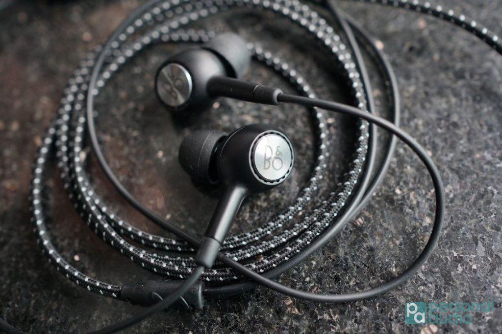 除了調聲之外,隨 V20 亦附送 B&O PLAY 耳機,質素絕對是附送耳機之冠。