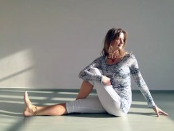 yoga lady piriformis stretch