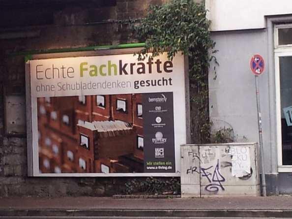 Mitarbeitersuche: Echte Fachkräfte ohne Schubladendenken gesucht - Plakat in Bielefeld