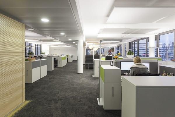 Großzügige, offene Großraumbüros nach ergonomischen Gesichtspunkt gestaltet - Quelle Abbvie