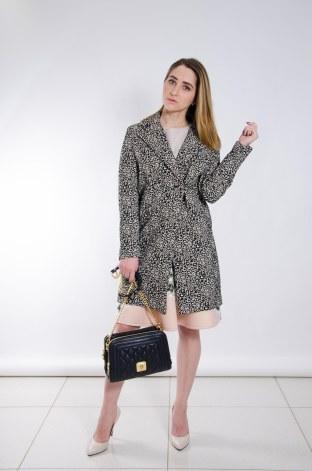 легкие пальто с ярким принтом актуальны как никогда, носим их с брюками, юбками , платьями или джинсами, что тоже будет совсем неплохо