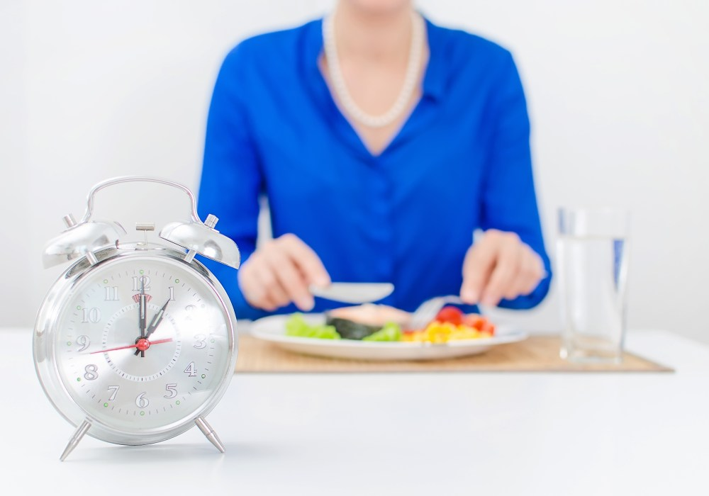 Know when to eat and when to fast to stay slim.