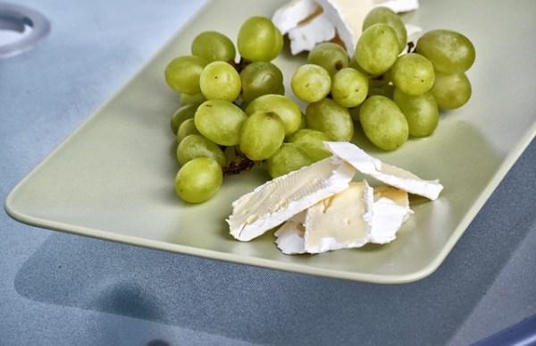 Ijsbergsla salade met appel, granaatappel en magere brie