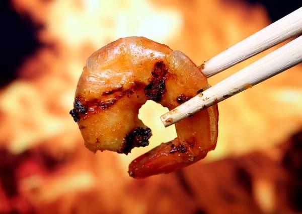BBQ-visspiesjes met bosui, champignons en tonijn