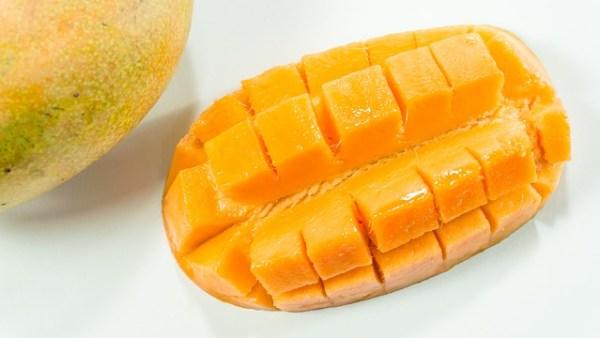 Spiesjes met mango en paneer (Indiase kaas)