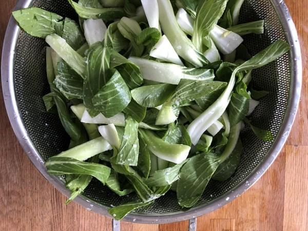 Paksoi salade met garnalen