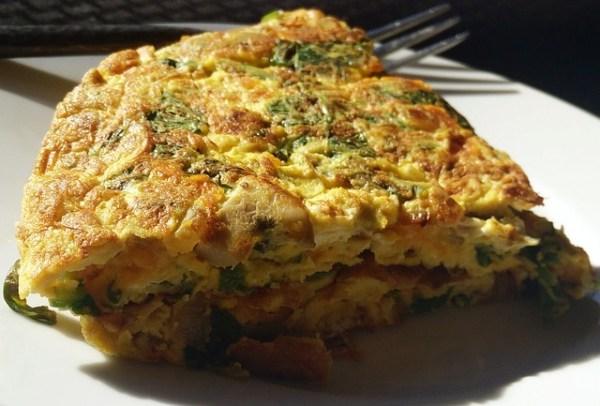 Vis frittata met zalm en broccoli