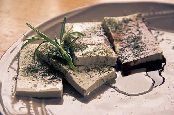 Ovenschotel met tofu, koolraap tagliatelle, pompoen en spinazie