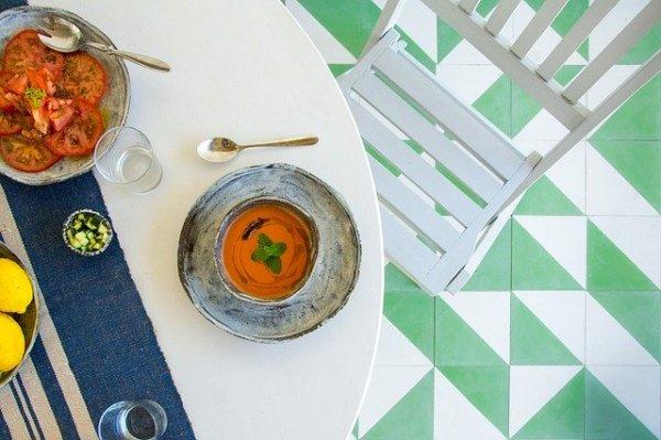 Gazpacho met tomaat en mozzarella