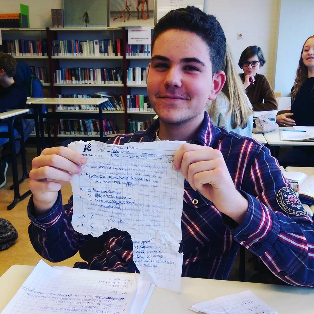 Sorry leerling, er heeft een flesje gelekt in mijn tas #onderwijs #Knip