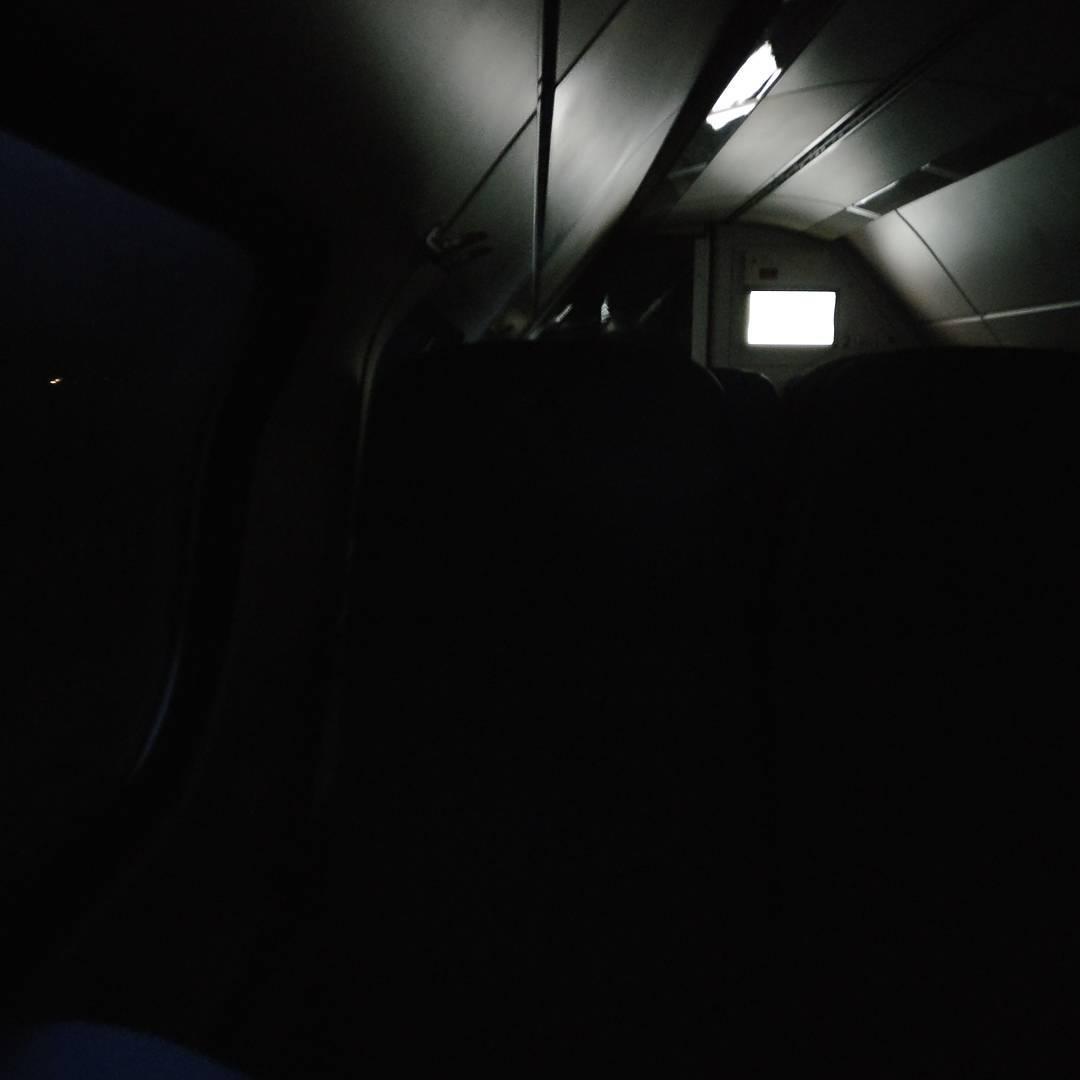De lichten in de trein van @NS_online gaan even uit. Bijzonder #nofilter