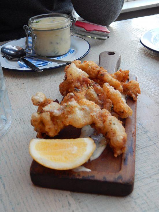 Pesce fritto da The crab shack (e dietro una zuppa di vongole), a Wellington