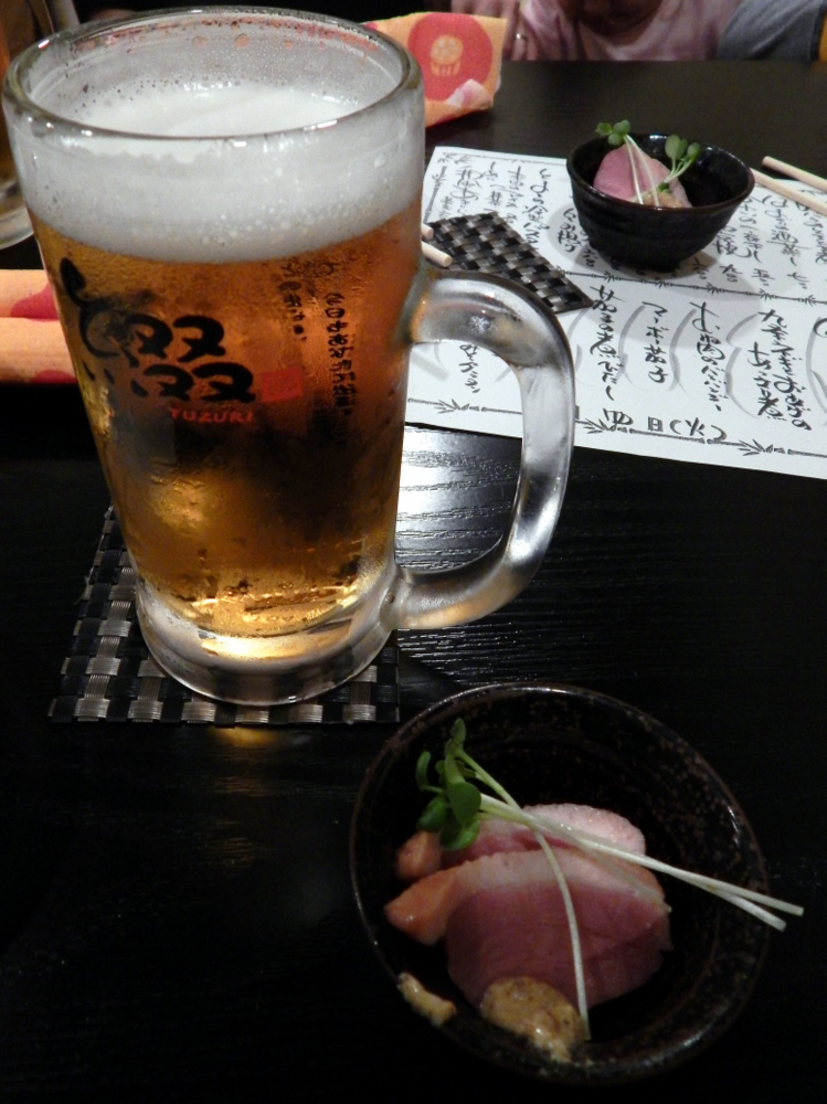 In izakaya si beve sempre mangiando qualcosa