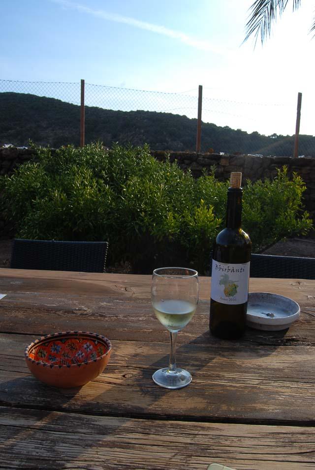 Cantine di Pantelleria: da Salvatore Valenza