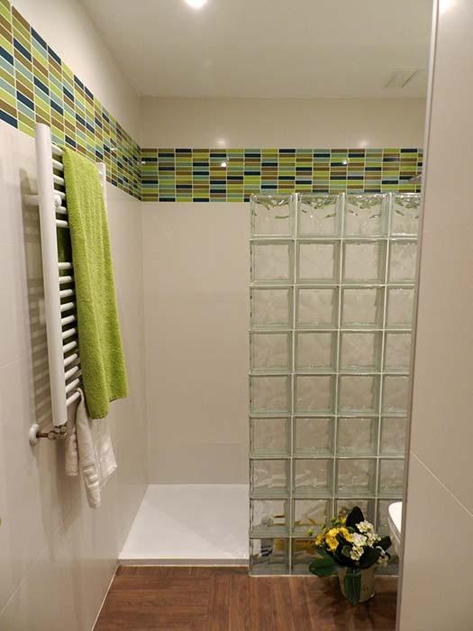 Baño juvenil elegante-cambio bañera por ducha