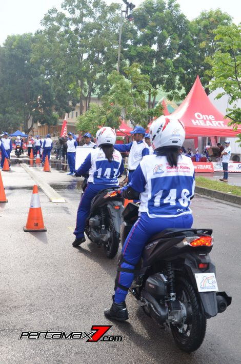 Hari Pertama The 10th Astra Honda Safety Riding Batam Test Braking dan Narrow Plank 3 Pertamax7.com