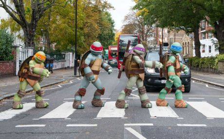Ilustrasi Nyebrang Jalan Nickelodeon Teenage Mutant Ninja Turtles Tour And Visit Famous London UK Landmarks Michelangelo Donatello Raphael And Leonardo At On Abbey Road Recording Studios Zebra Crossing