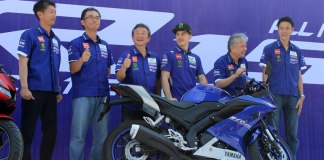 Maverick Vinales bersama management PT Yamaha Indonesia Motor Manufacturing (YIMM) dalam launching All New R15 di Sentul International Circuit