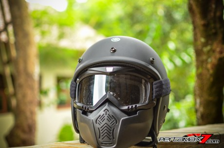 tampak depan Helm Fighter Yamaha