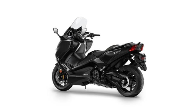 Studio Yamaha New TMAX Warna Hitam Liquid Darkness MY 2018 3 p7